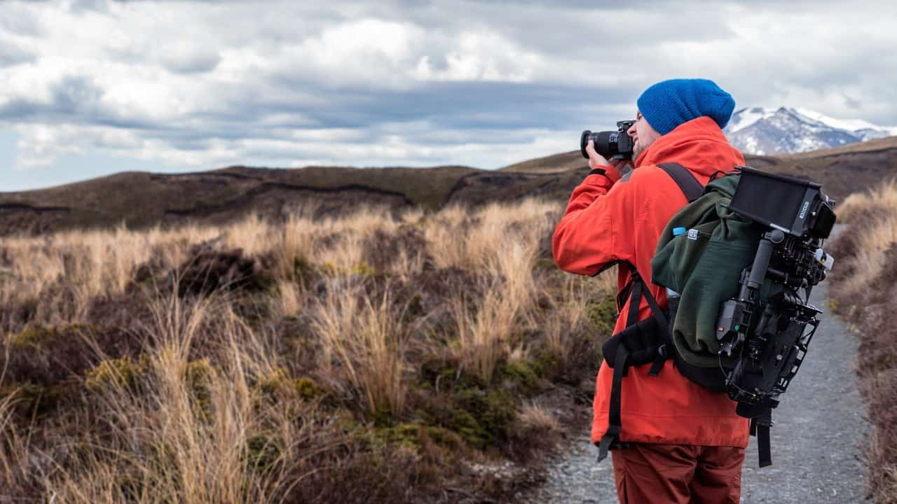 צלם מצלם בטבע